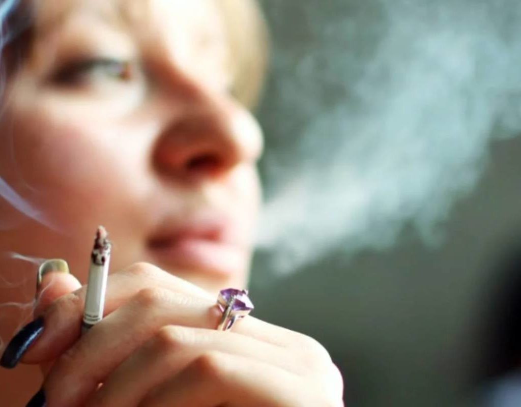 Сигареты убивают женскую красоту